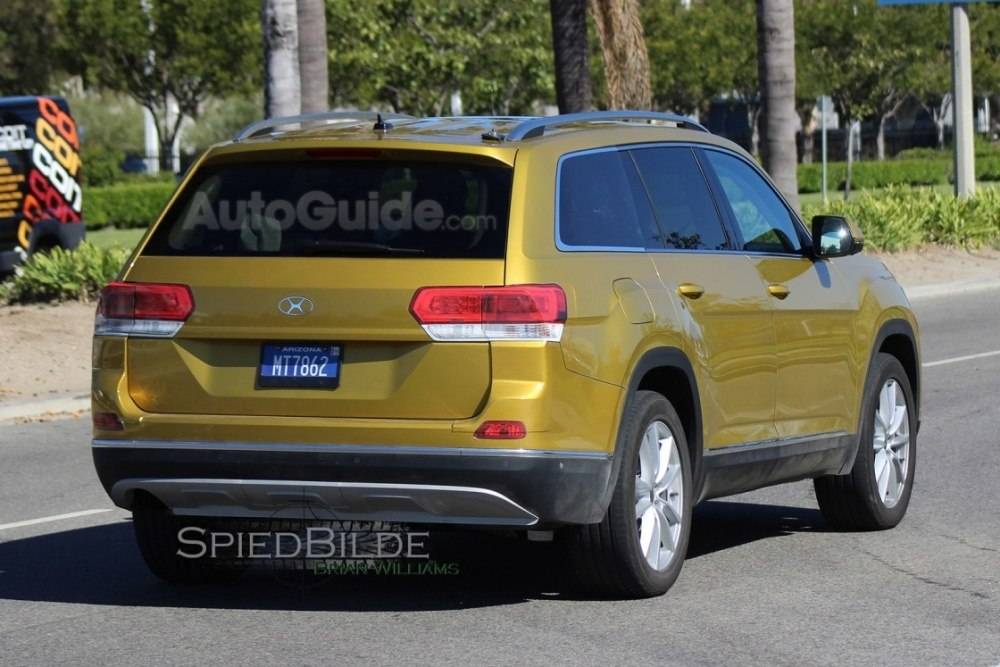 2017-volkswagen-three-row-suv-spy-photos-07