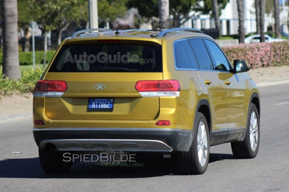 2017-volkswagen-three-row-suv-spy-photos-08