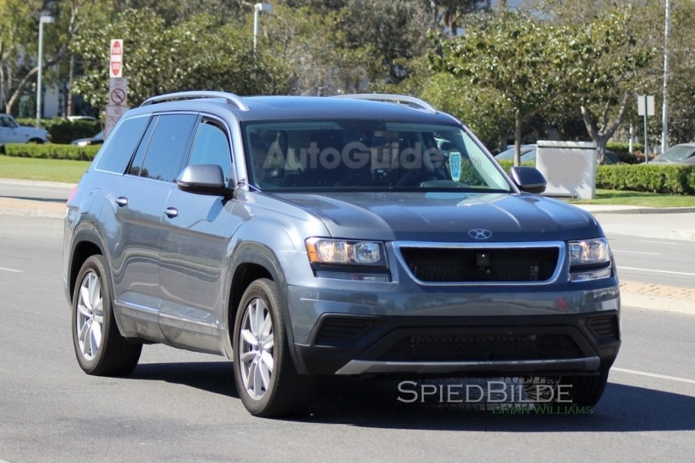 2017-volkswagen-three-row-suv-spy-photos-13