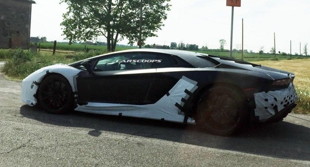 Lamborghini-2017-Aventador-2