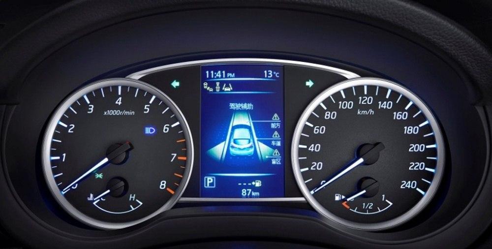 Nissan-Tiida-5