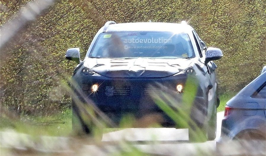 fiat-chrysler-automobiles-is-testing-a-new-suv-spyshots-reveal_1