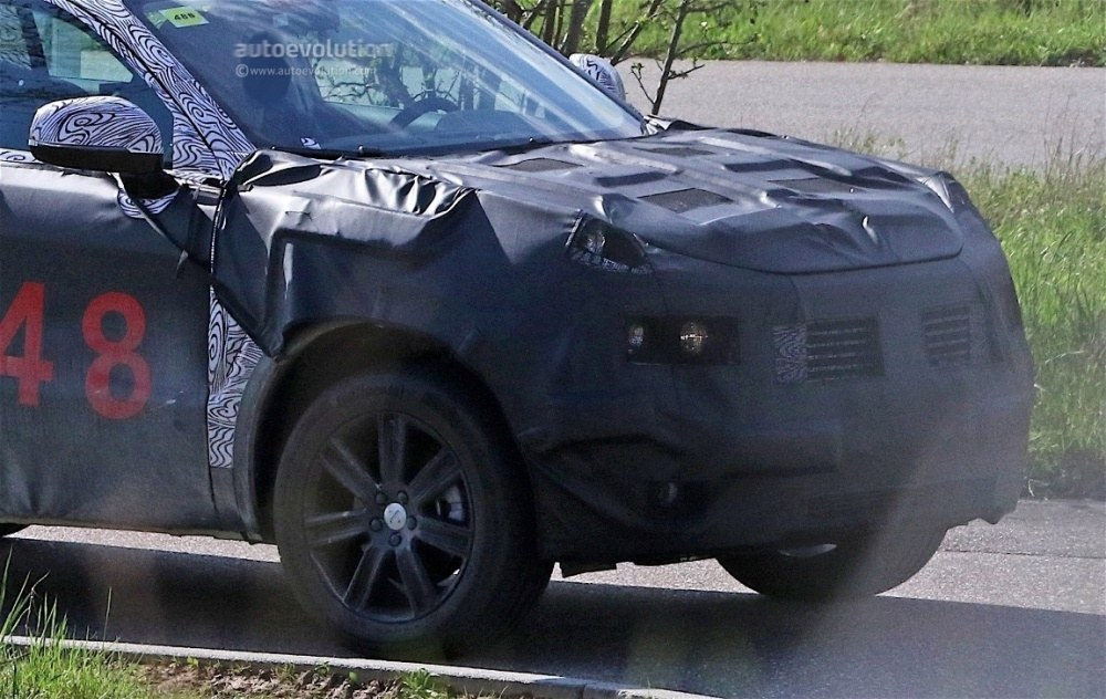 fiat-chrysler-automobiles-is-testing-a-new-suv-spyshots-reveal_4