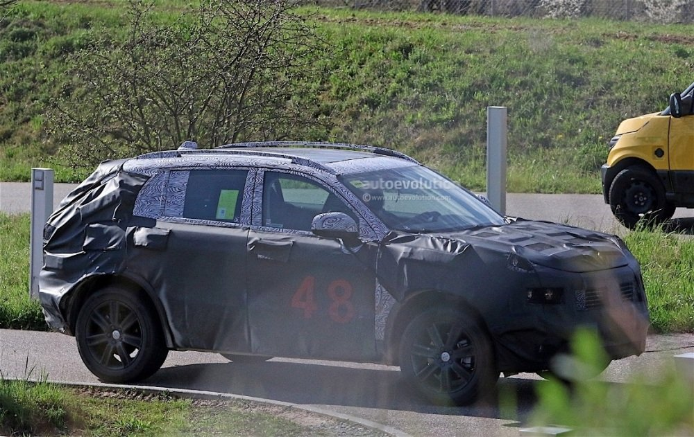 fiat-chrysler-automobiles-is-testing-a-new-suv-spyshots-reveal_5
