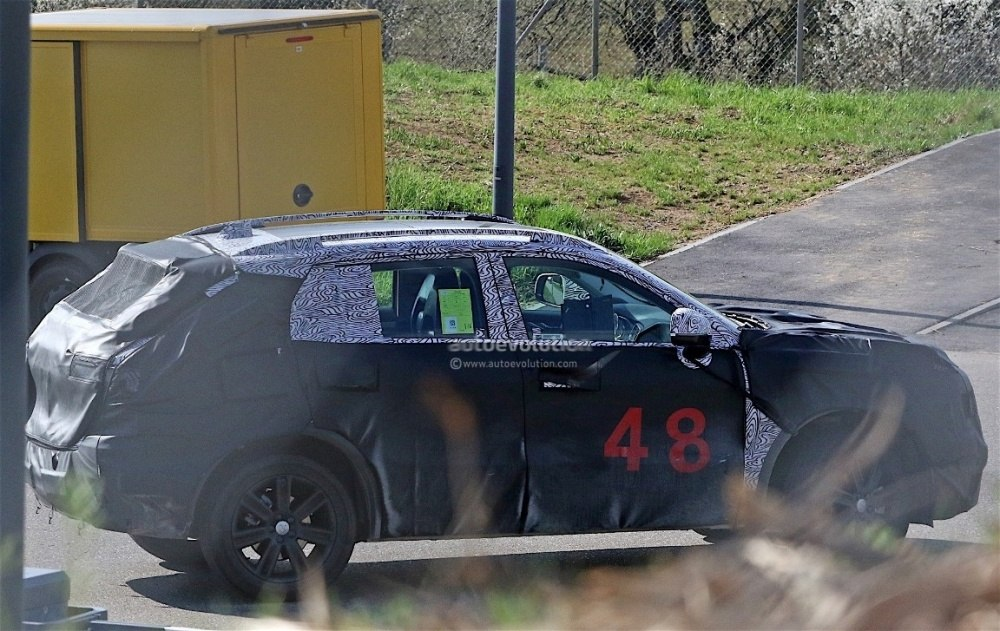 fiat-chrysler-automobiles-is-testing-a-new-suv-spyshots-reveal_6