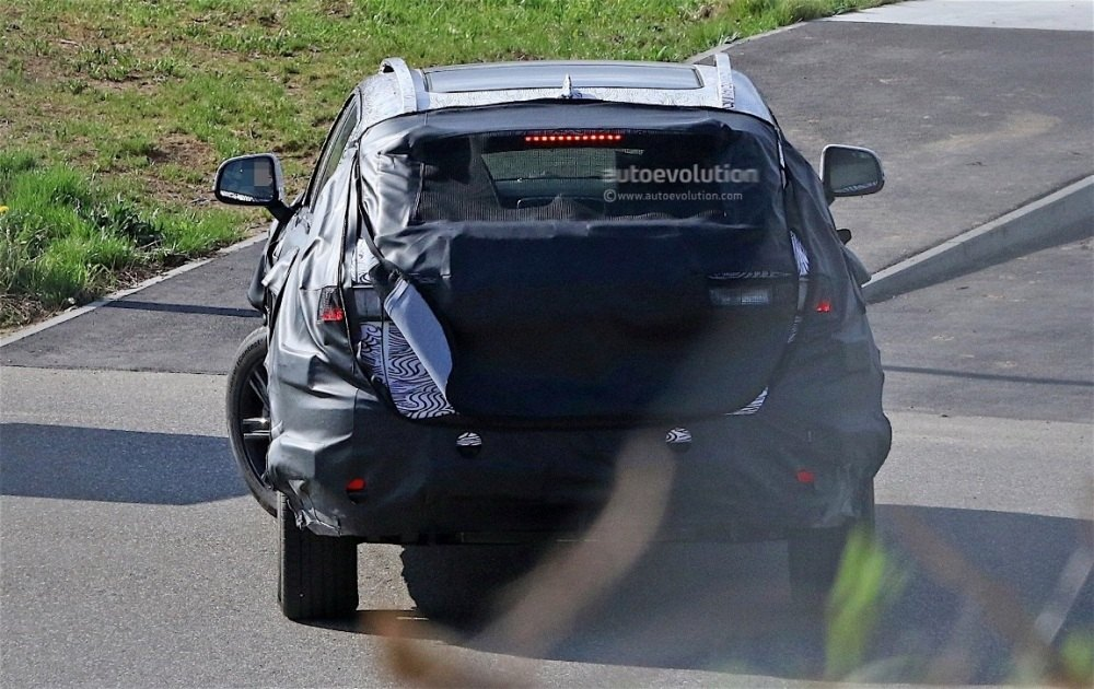 fiat-chrysler-automobiles-is-testing-a-new-suv-spyshots-reveal_7