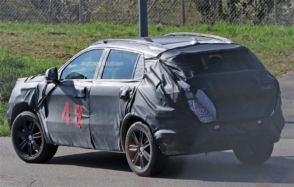 fiat-chrysler-automobiles-is-testing-a-new-suv-spyshots-reveal_8