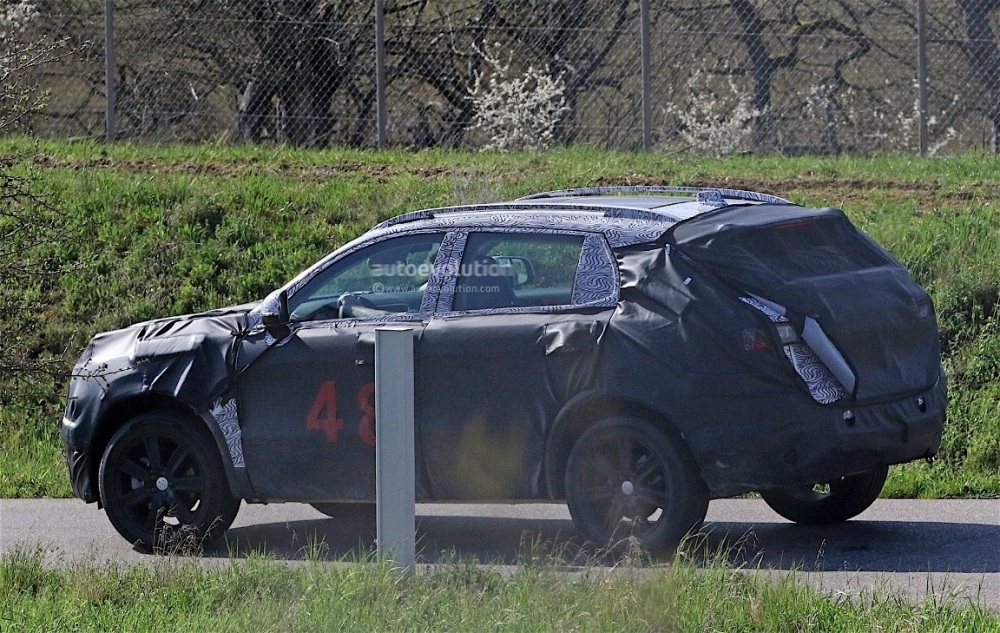 fiat-chrysler-automobiles-is-testing-a-new-suv-spyshots-reveal_9
