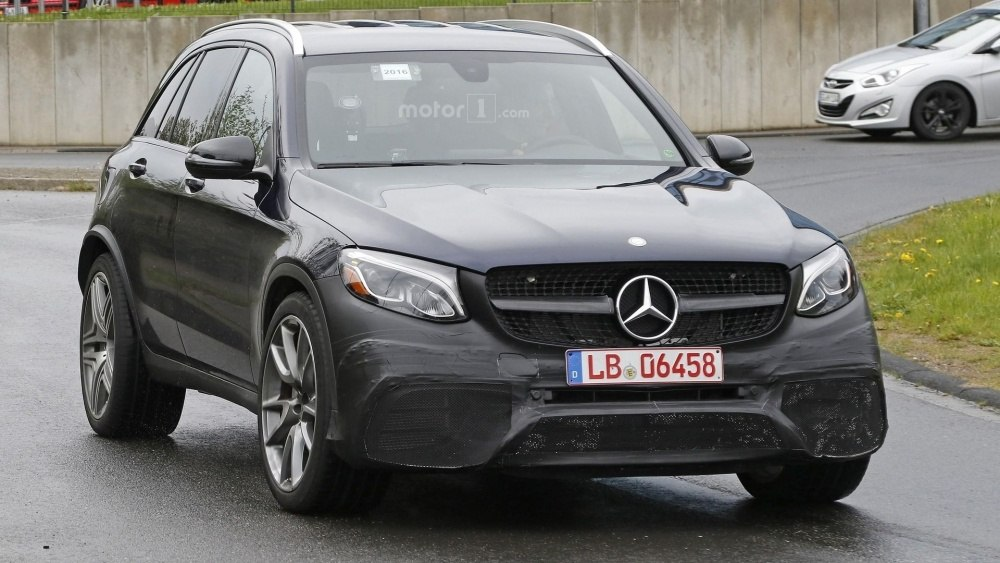 2017-mercedes-amg-glc-63-spy-photo (1)