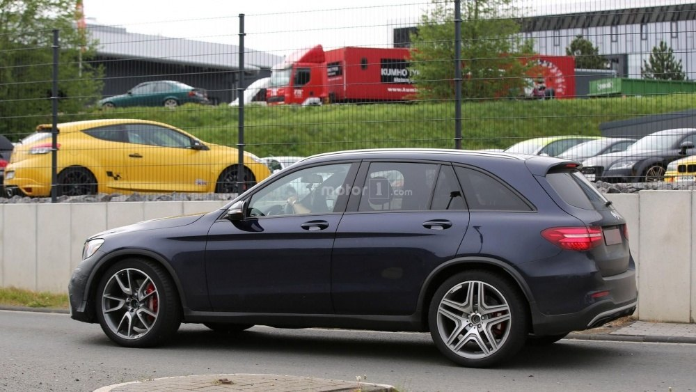2017-mercedes-amg-glc-63-spy-photo (16)