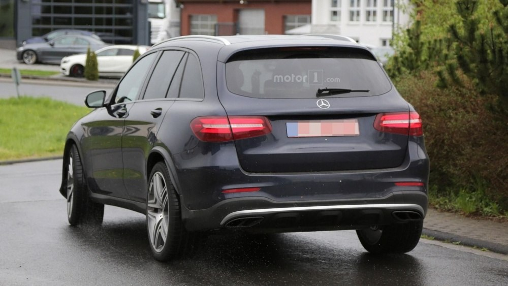 2017-mercedes-amg-glc-63-spy-photo (19)
