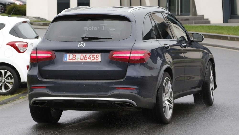 2017-mercedes-amg-glc-63-spy-photo (22)