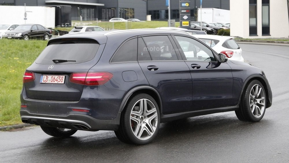 2017-mercedes-amg-glc-63-spy-photo (23)