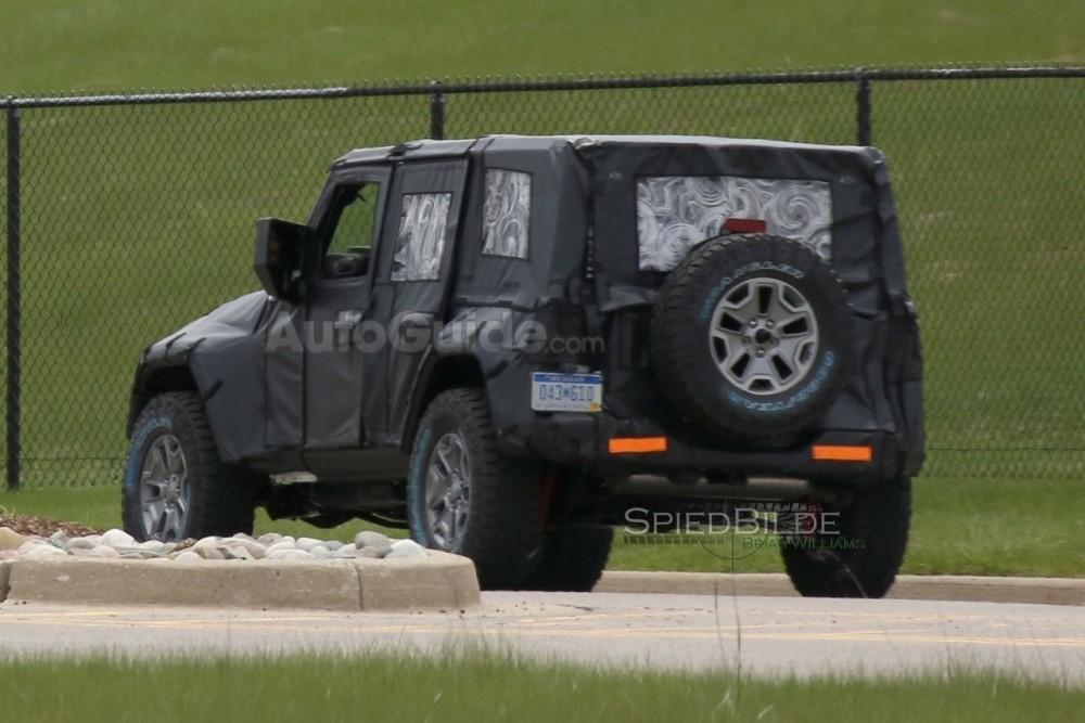 2018-jeep-wrangler-spy-photos-12