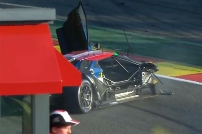 Ford-GT-race-car-crash-at-Spa