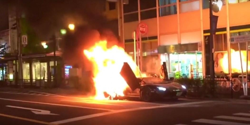 lamborghini-aventador-burns-to-the-ground-in-tokyo-107910_1