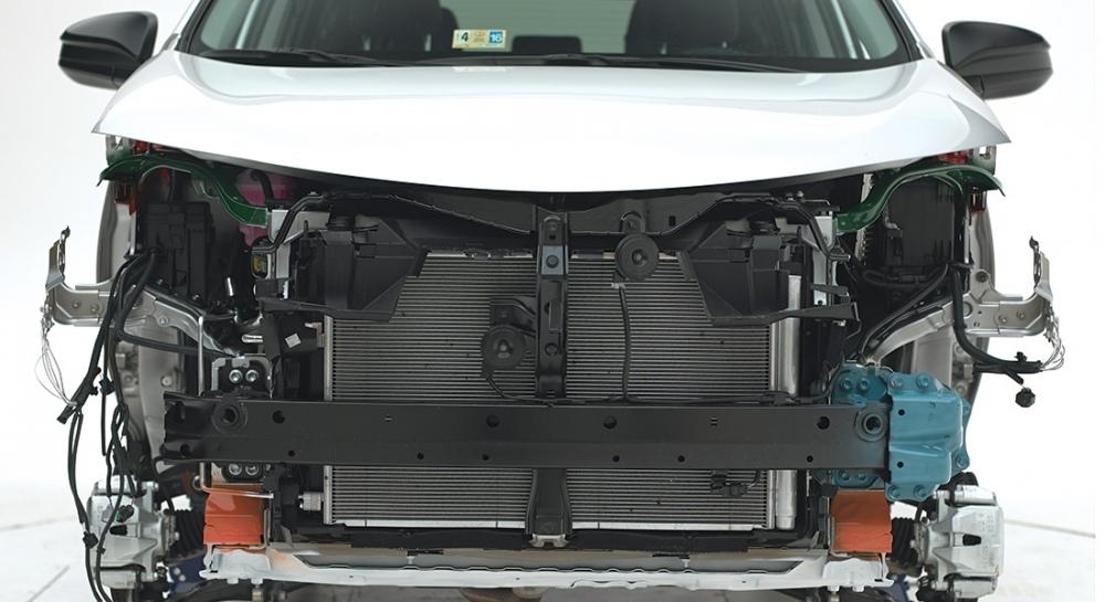 2015-Toyota-RAV4-asymmetrical-appearance