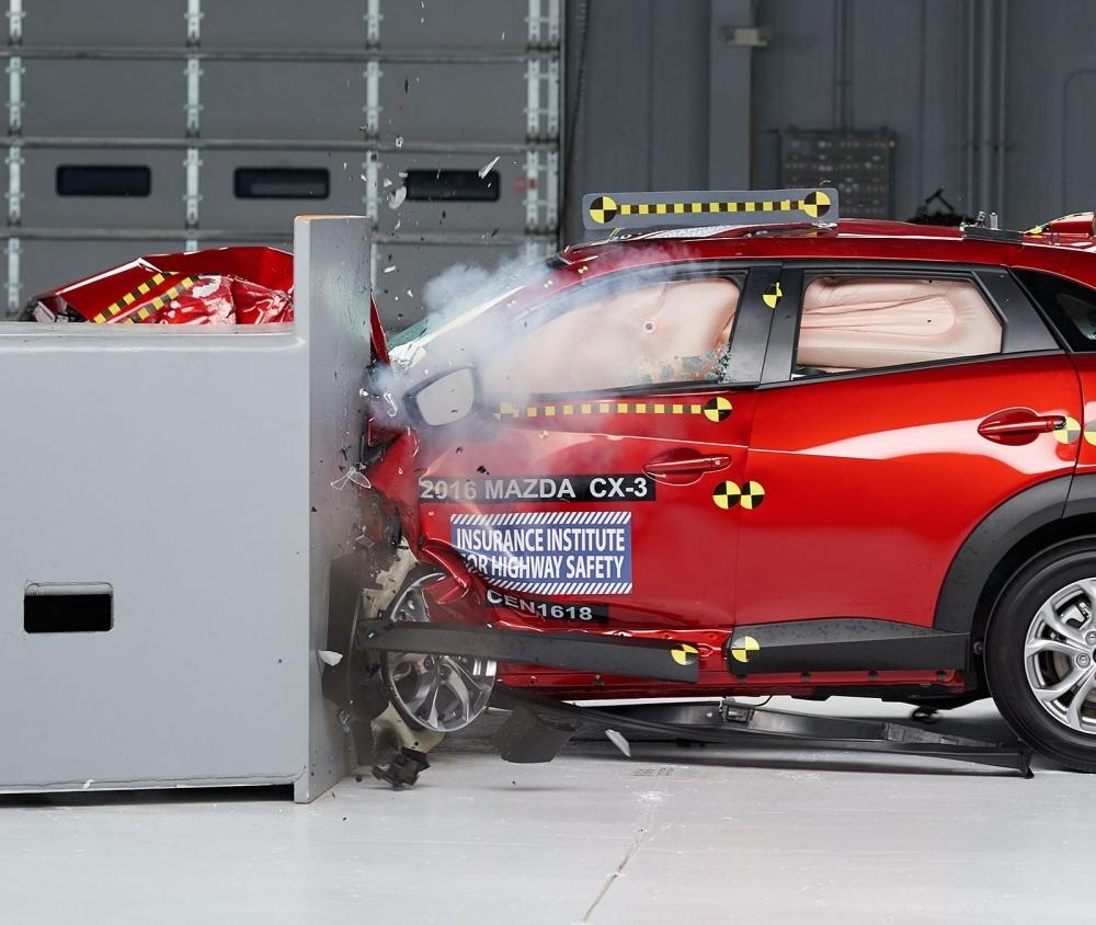 2016 Mazda CX-3 IIHS rating 1