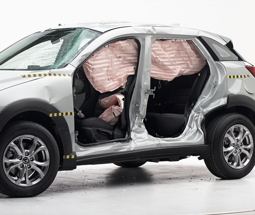 2016 Mazda CX-3 IIHS rating 10