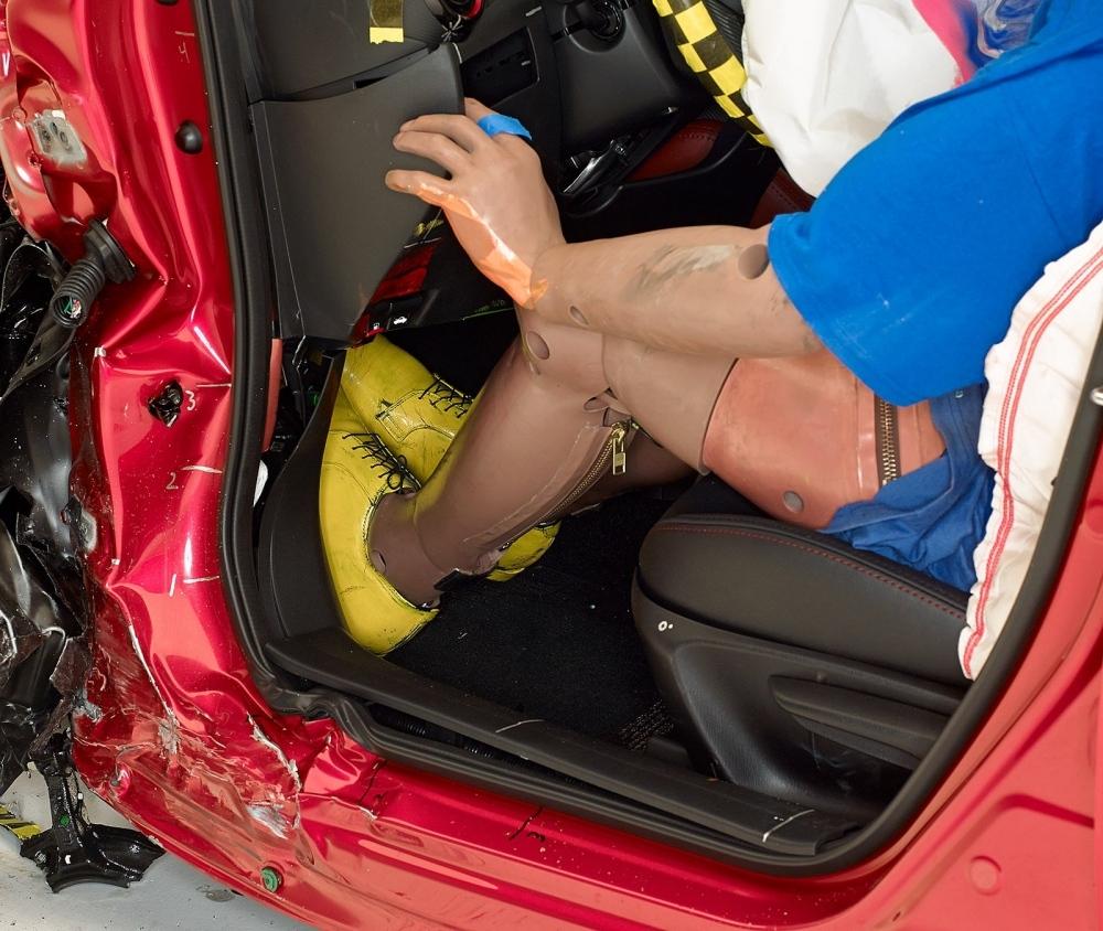 2016 Mazda CX-3 IIHS rating 4