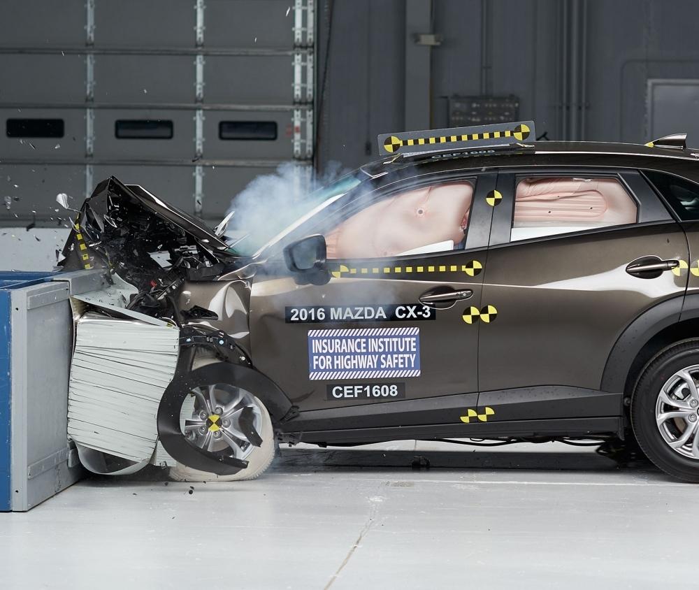 2016 Mazda CX-3 IIHS rating 5
