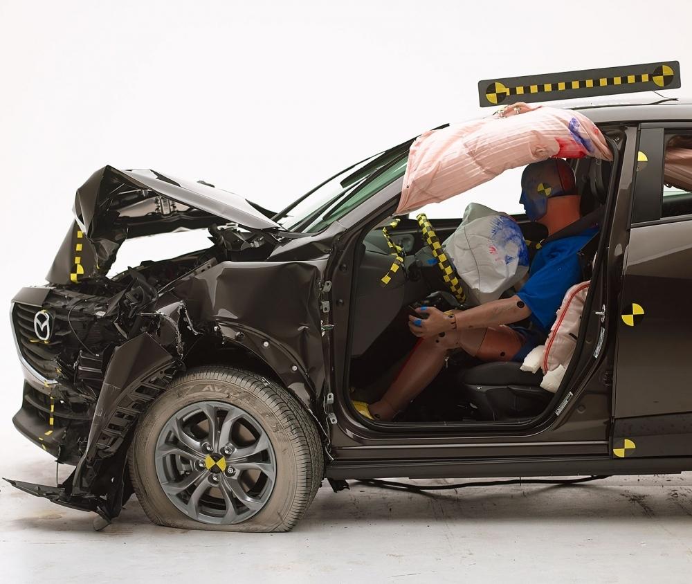 2016 Mazda CX-3 IIHS rating 6