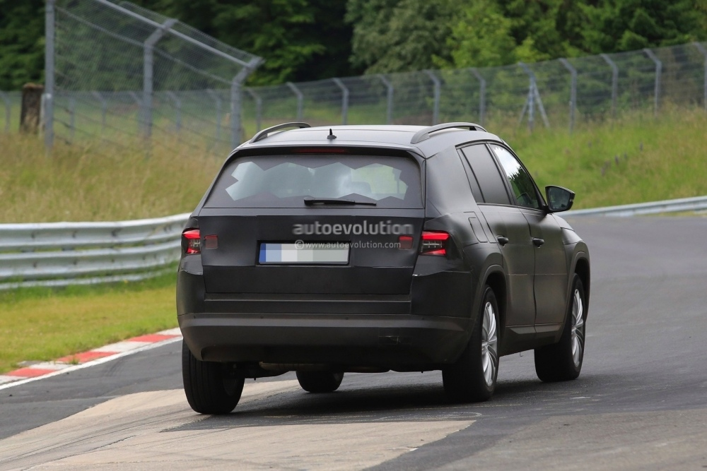 2017-skoda-kodiaq-spied-looks-out-of-place-lapping-the-nurburgring_10