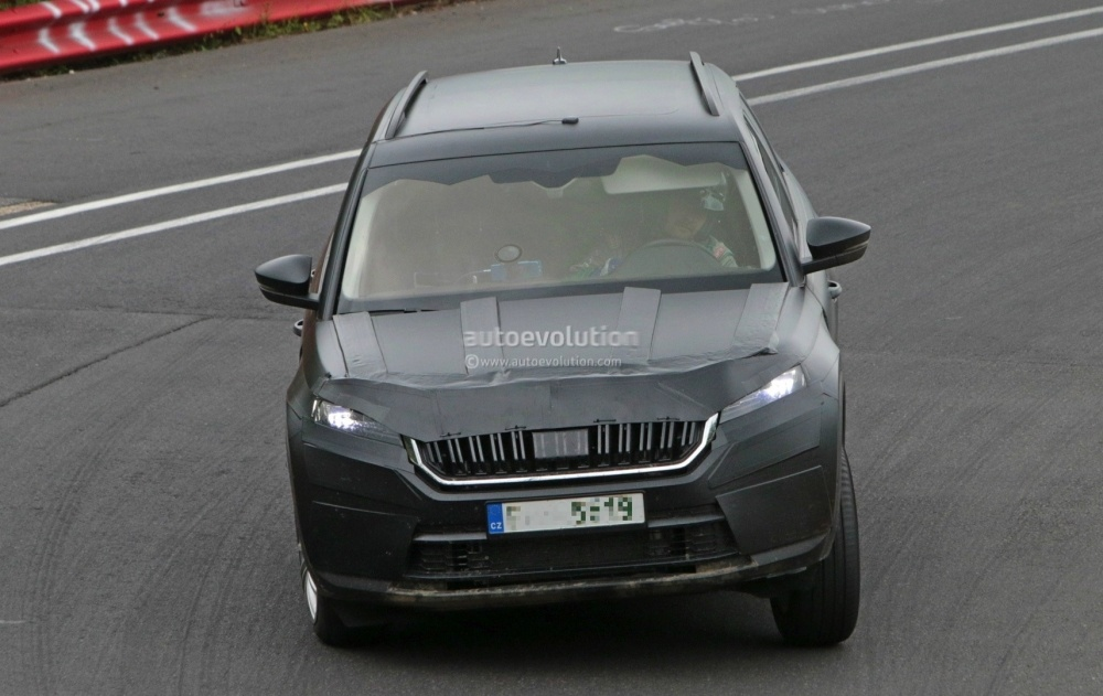 2017-skoda-kodiaq-spied-looks-out-of-place-lapping-the-nurburgring_11
