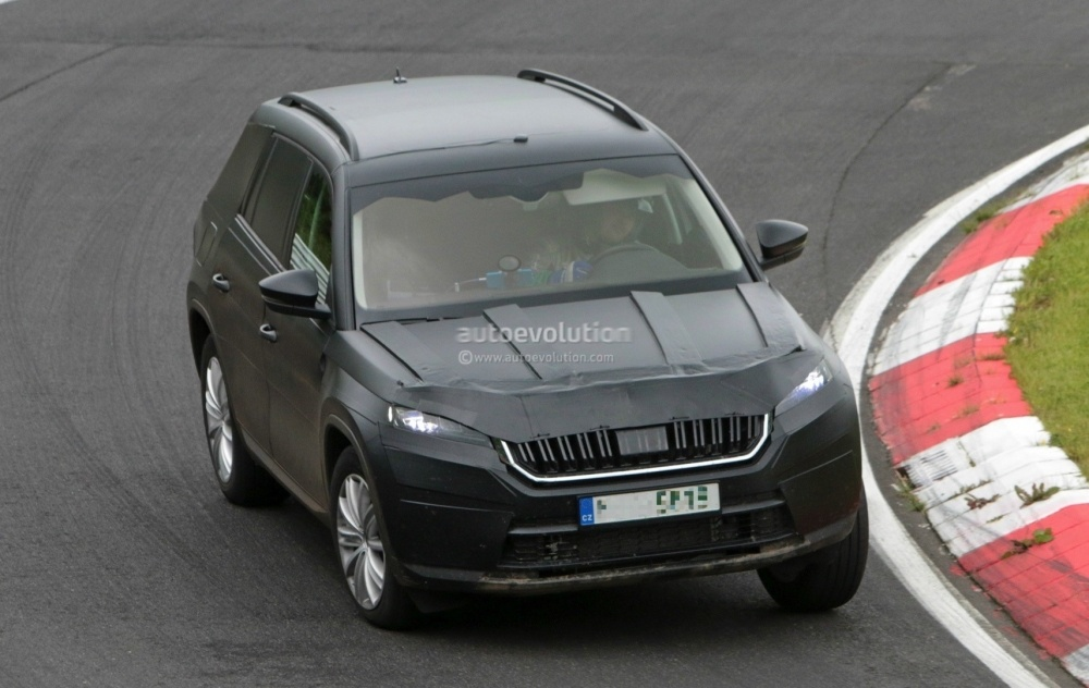 2017-skoda-kodiaq-spied-looks-out-of-place-lapping-the-nurburgring_12