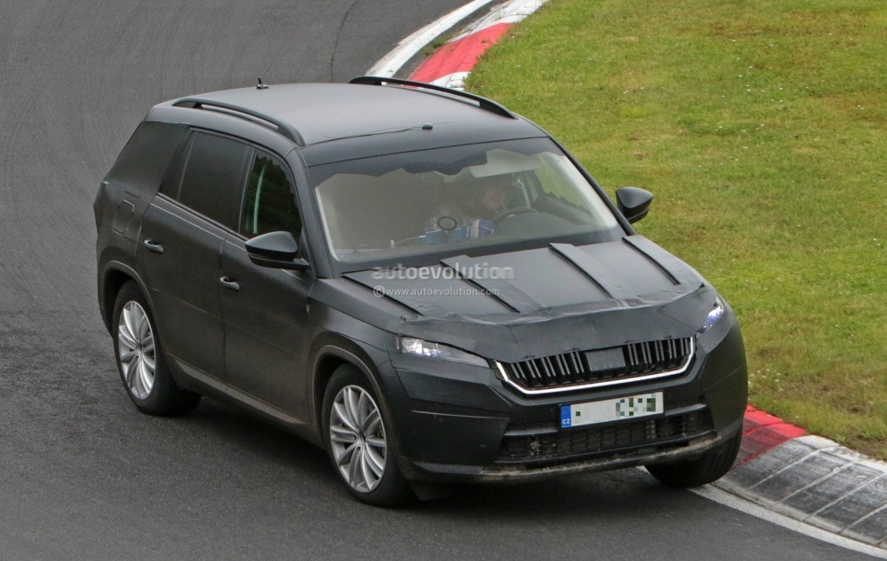 2017-skoda-kodiaq-spied-looks-out-of-place-lapping-the-nurburgring_13