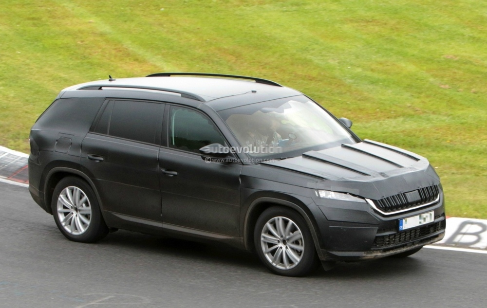 2017-skoda-kodiaq-spied-looks-out-of-place-lapping-the-nurburgring_14