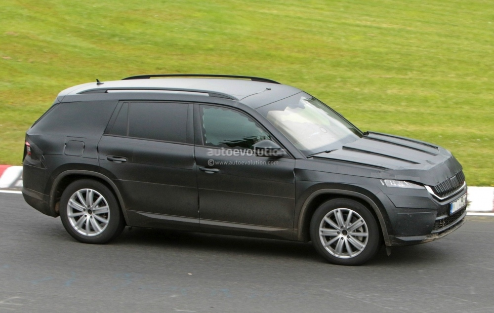 2017-skoda-kodiaq-spied-looks-out-of-place-lapping-the-nurburgring_15