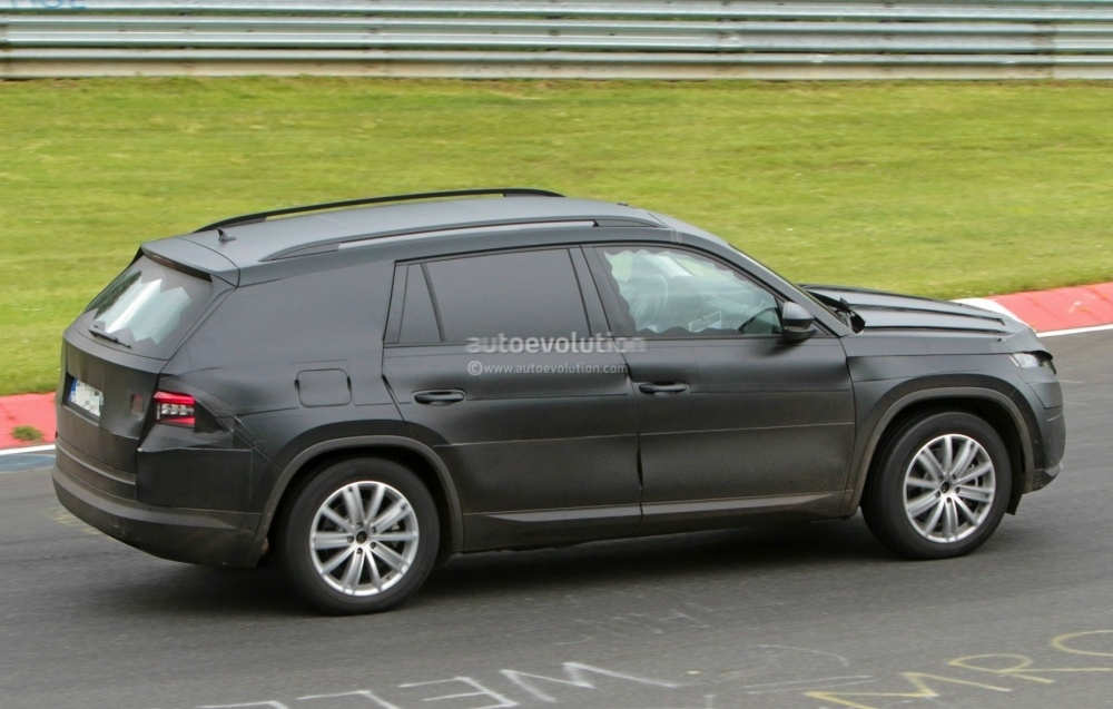 2017-skoda-kodiaq-spied-looks-out-of-place-lapping-the-nurburgring_17