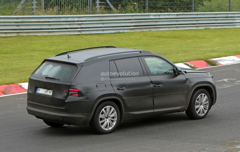 2017-skoda-kodiaq-spied-looks-out-of-place-lapping-the-nurburgring_18