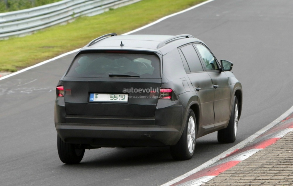 2017-skoda-kodiaq-spied-looks-out-of-place-lapping-the-nurburgring_19