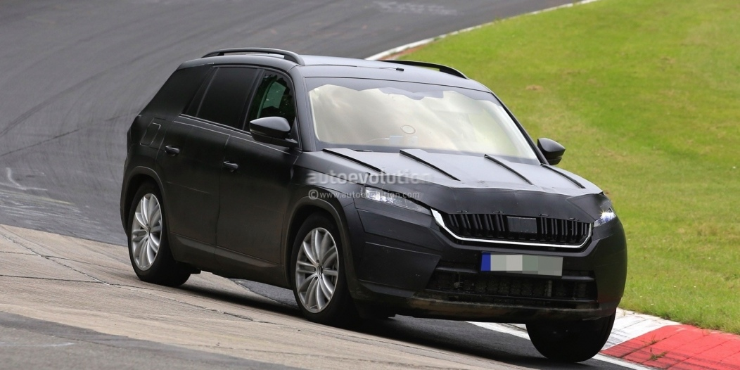 2017-skoda-kodiaq-spied-looks-out-of-place-lapping-the-nurburgring_3