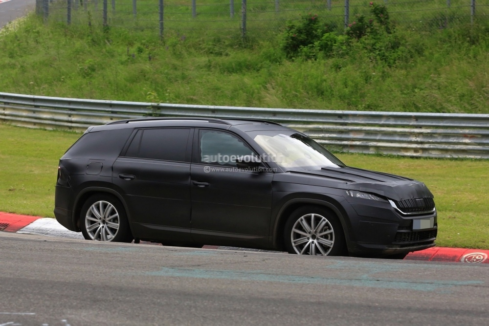 2017-skoda-kodiaq-spied-looks-out-of-place-lapping-the-nurburgring_5
