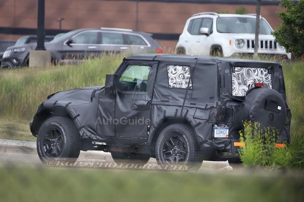 2018-Jeep-Wrangler-Spy-Shots-24