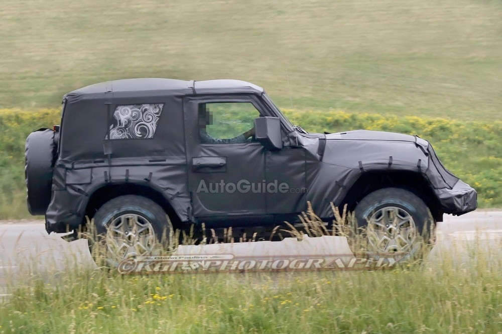 2018-Jeep-Wrangler-Spy-Shots-25