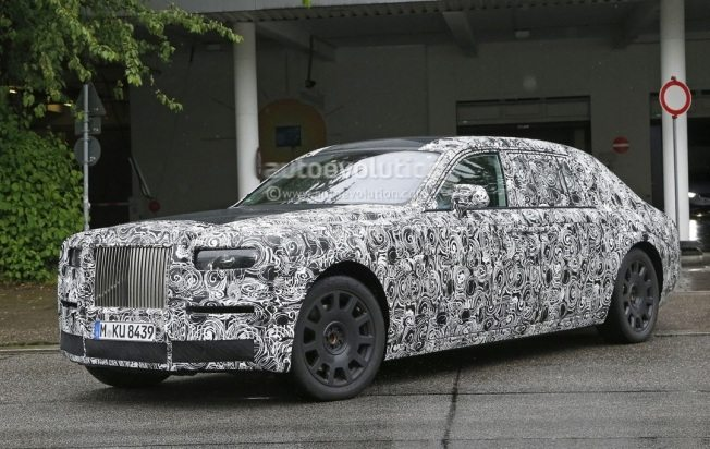 2018-rolls-royce-phantom-show-us-its-interior-for-the-first-time_4