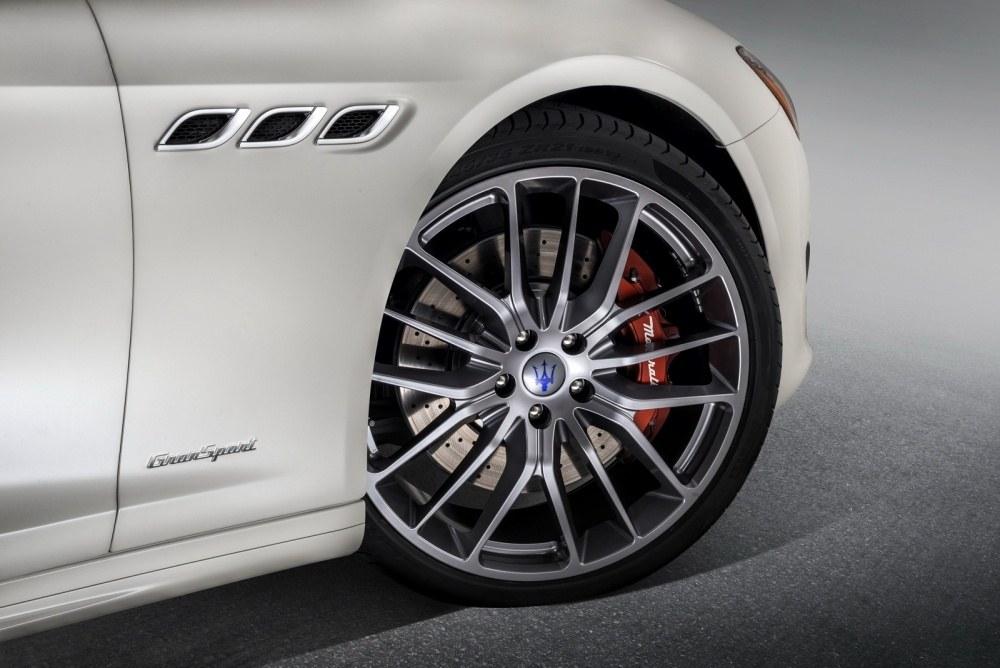 Maserati-Quattroporte-10
