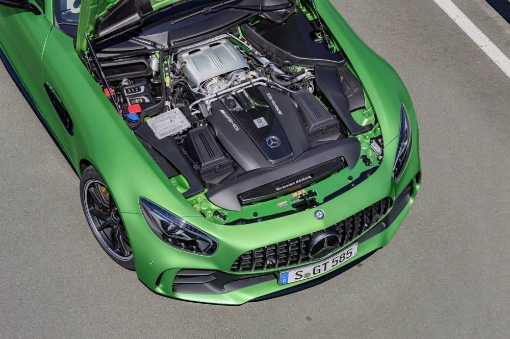 Mercedes-AMG-GT-R-13