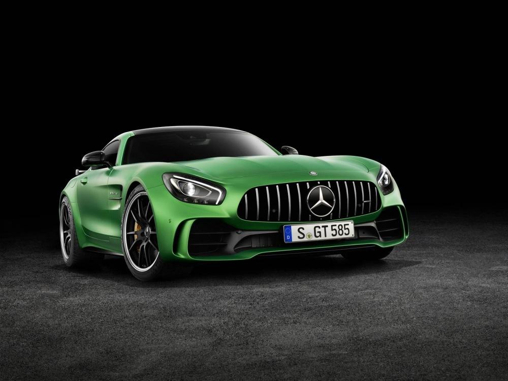 Mercedes-AMG-GT-R-17
