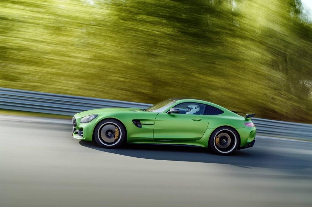 Mercedes-AMG-GT-R-21