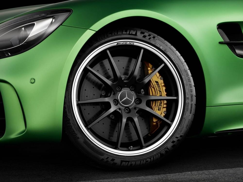 Mercedes-AMG-GT-R-23