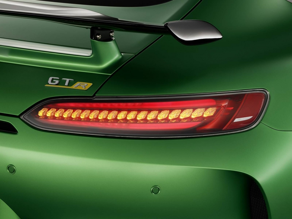 Mercedes-AMG-GT-R-25