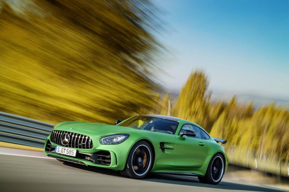 Mercedes-AMG-GT-R-28