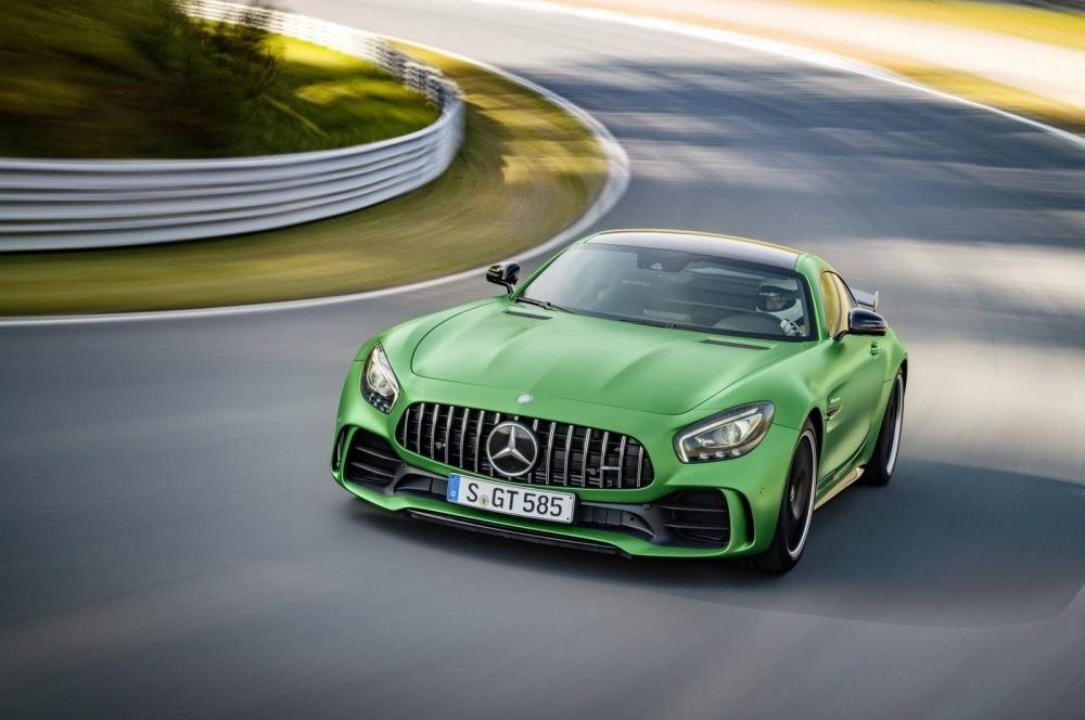 Mercedes-AMG-GT-R-31