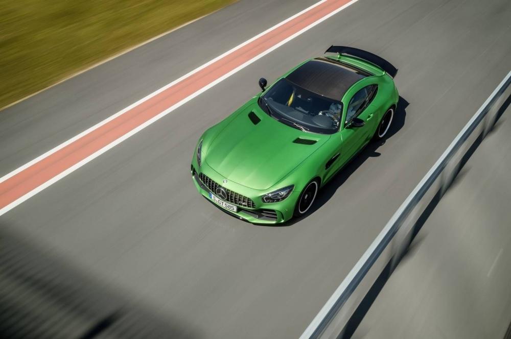 Mercedes-AMG-GT-R-41