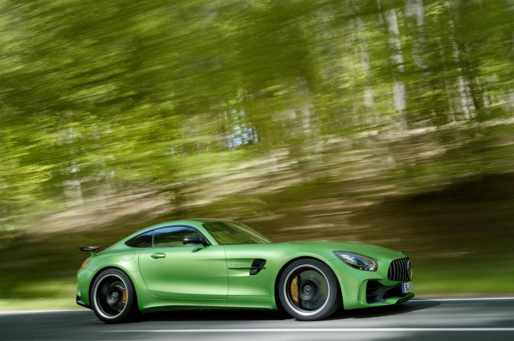 Mercedes-AMG-GT-R-9